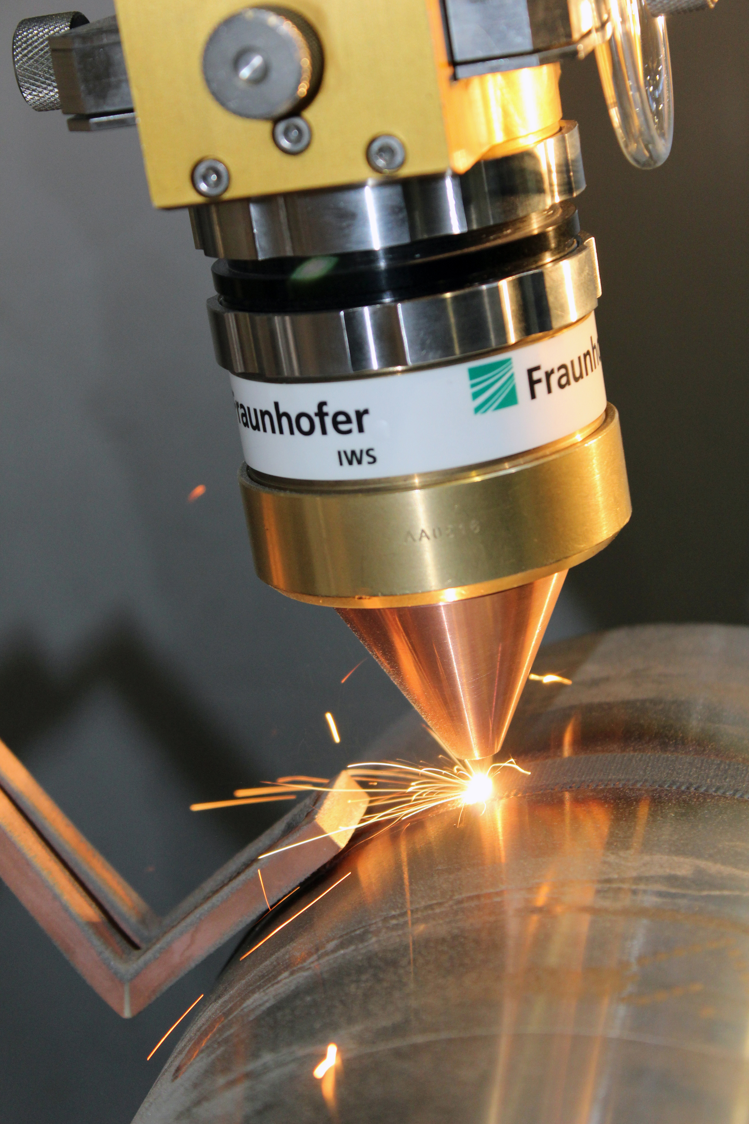 Laser buildup welding with a COAX laser processing head