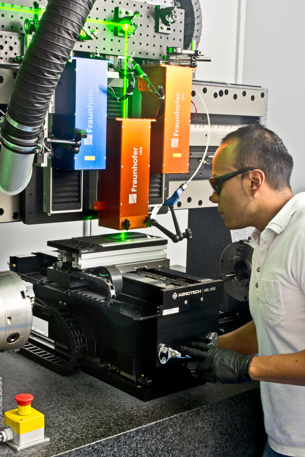 Alfredo Aguilar, Scientist with the team Surface Functionalization at Fraunhofer IWS, operates the world's largest 3D DLIP system based at TU Dresden.