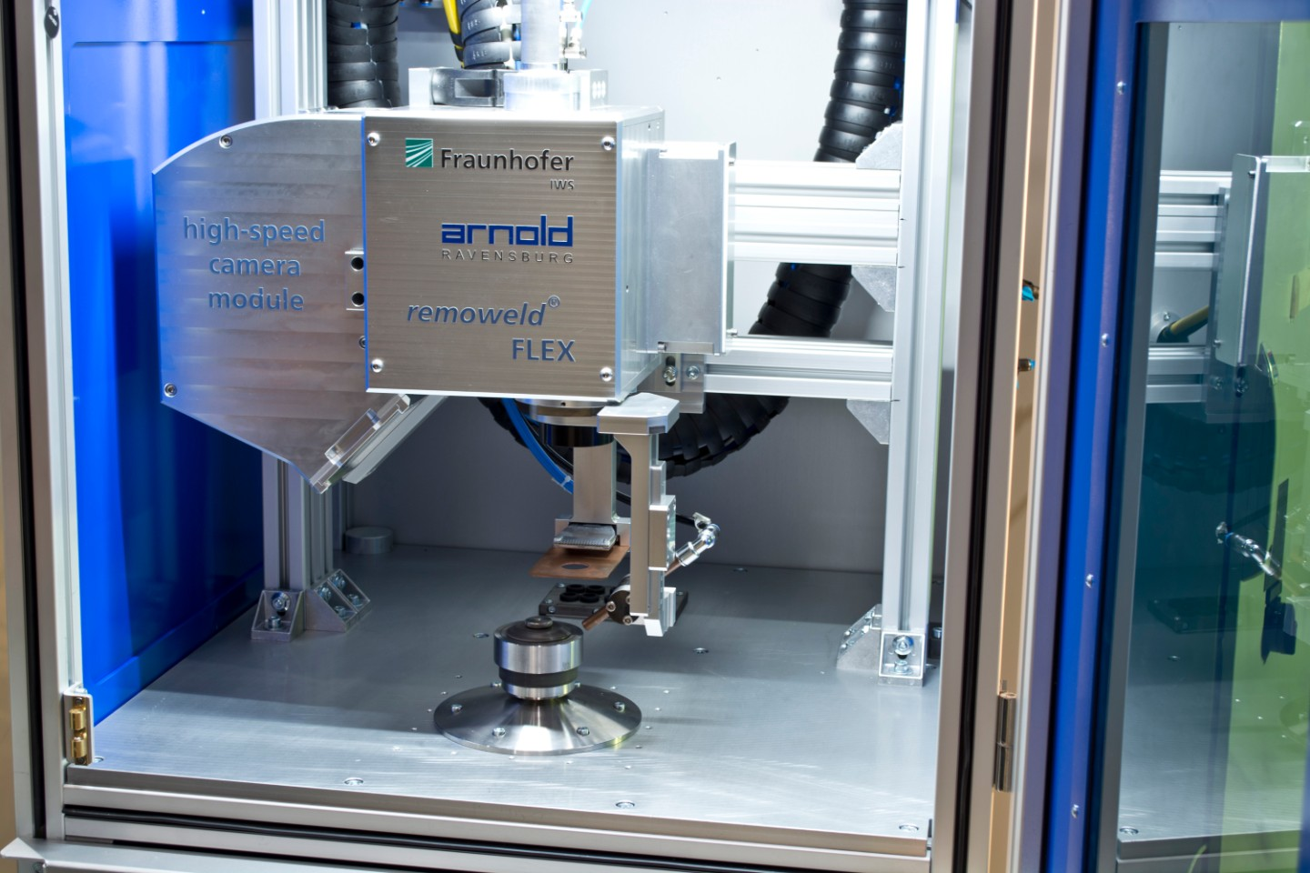 "The Fraunhofer IWS technology known as ""remoweld®FLEX"" is suitable for particularly demanding processes, especially for components to be sealed media-tight against water and other undesirable environmental influences."
